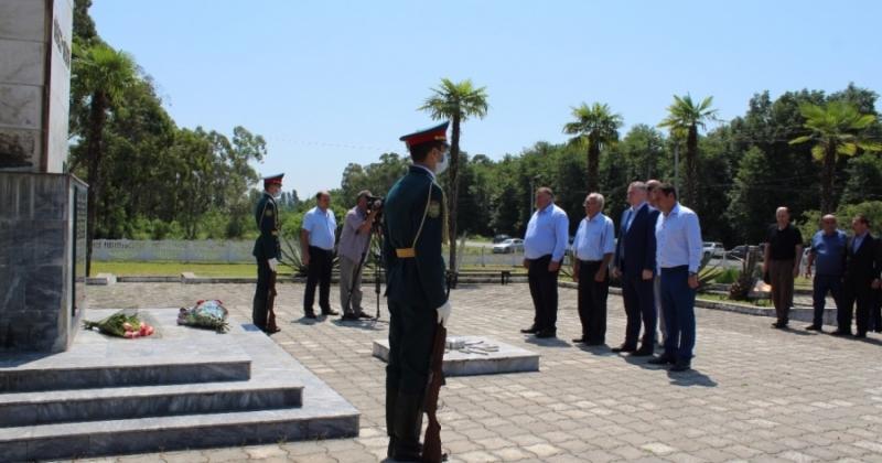 По случаю 28-ой годовщины высадки десанта состоялся митинг и церемония возложения цветов к мемориалу Славы в селе Тамщ Очамчырского района